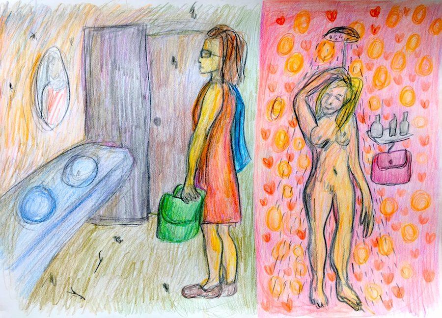 Vrouw wacht tot de campingdouche vrij is met toilettas in de hand